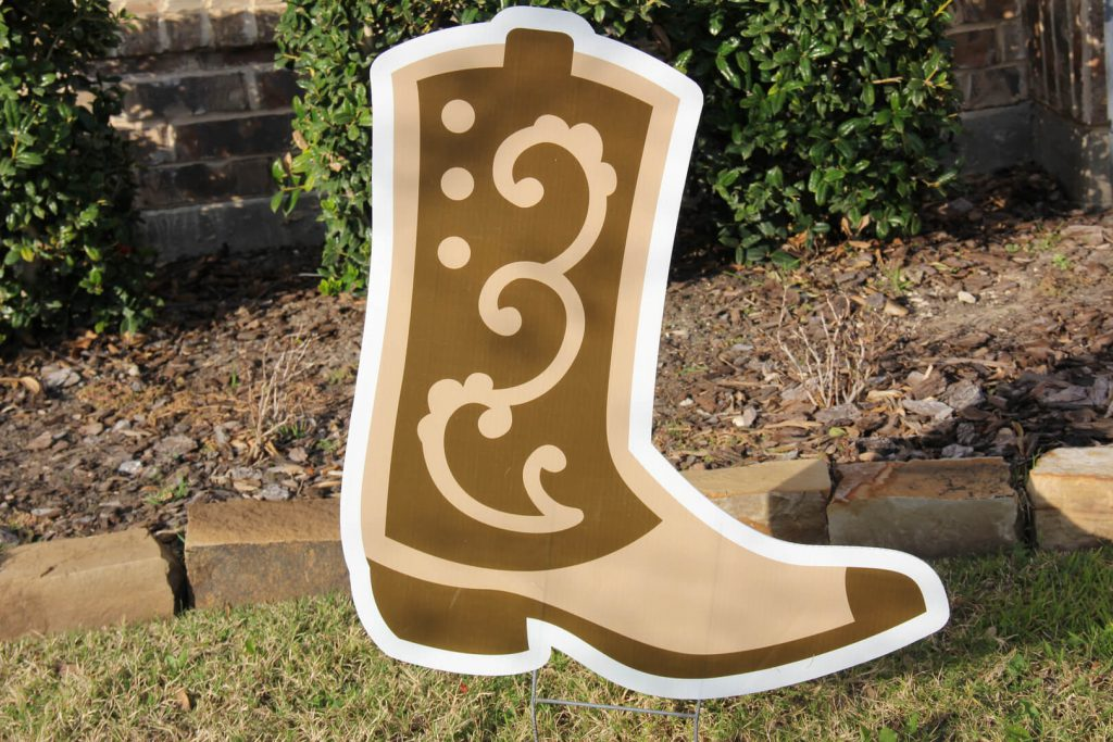 yard sign of cowboy boot