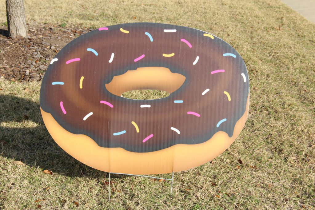 yard graphic of donut with sprinkles