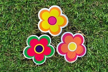 Plastic lawn graphic of flowers