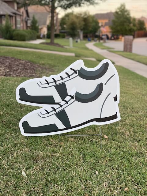 A pair of golf shoes