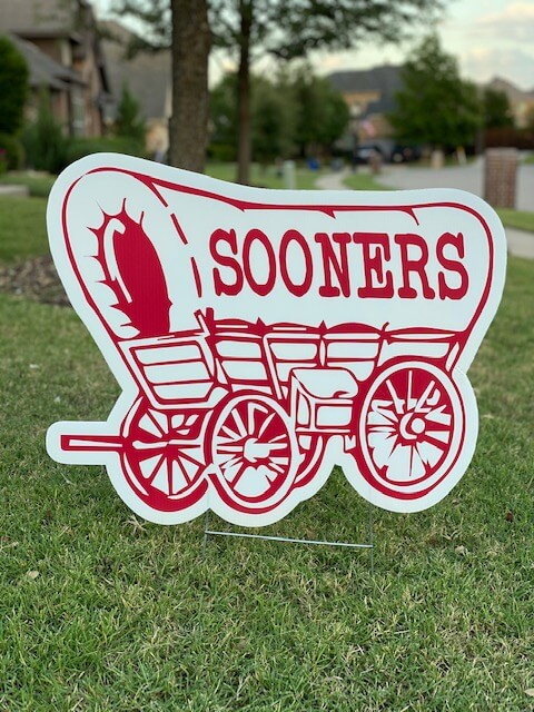 A covered wagon with the Sooners on it