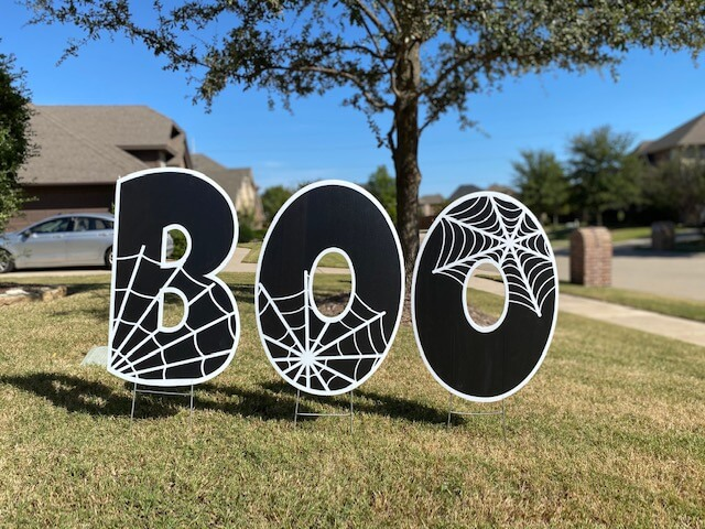"The word ""BOO"" with cobwebs"