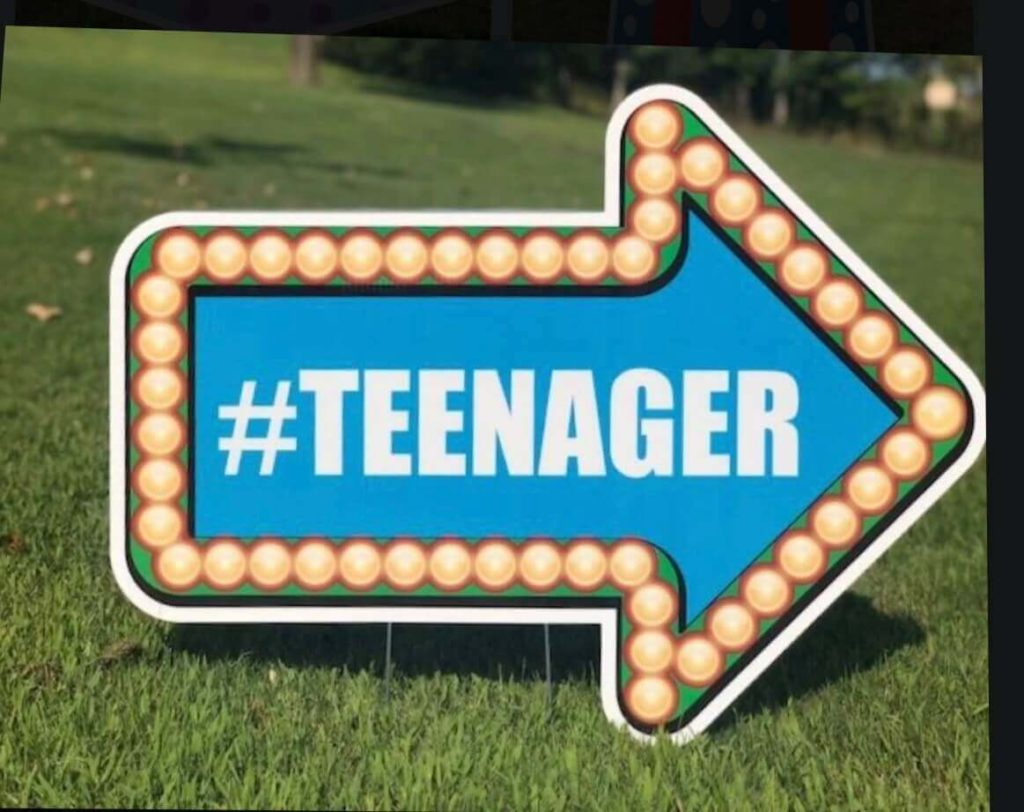 Blue arrow sign with the word #teenager
