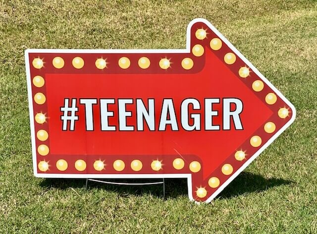 Red arrow sign with the word #teenager