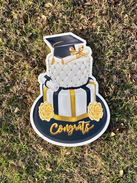 """A graduation cake with the words """"congrats"""""""
